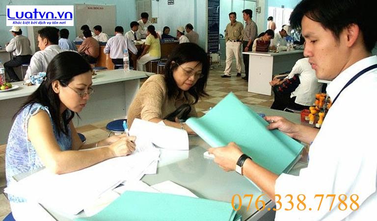 Nộp hồ sơ tại văn phòng đăng ký đất đai