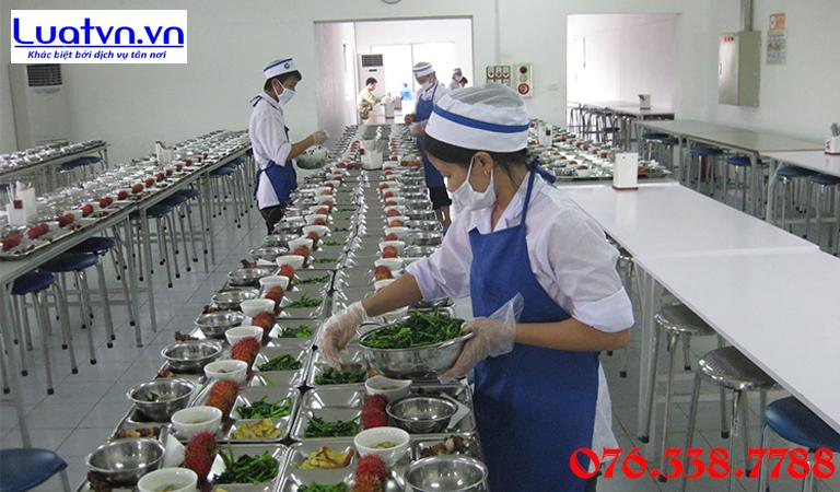 Bếp ăn tập thể cho công nhân, người lao động