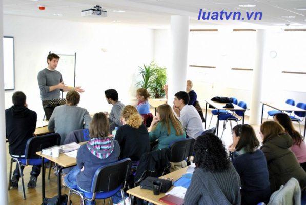 Giải thể trung tâm ngoại ngữ, tin học